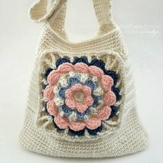 Crochet Bags Design My Favorite Tote Bag - Crochet Pattern - Photo above © Carolyn CalderonThis crochet tutorial / pattern is available from Ravelry. Full Post: My Favorite Tote Bag Crochet Purse Patterns, Crochet Shell Stitch, Crochet Clutch, Crochet Hook Set, Crochet Handbags, Crochet Purses, Knit Or Crochet, Free Crochet, Crochet Bags