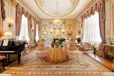 Tour Fashion Police Joan Rivers New York Penthouse Apartment Joan Rivers, New York Penthouse, Luxury Penthouse, Penthouse Apartment, Manhattan Penthouse, Manhattan Apartment, Luxury Condo, Apartment Living, French Living Rooms