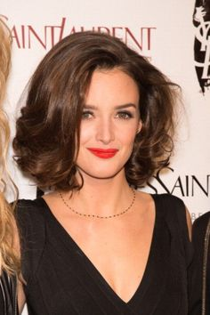 Charlotte Le Bon: sus 10 mejores looks Charlotte Le Bon, Hair Inspo, Hair Inspiration, Medium Hair Styles, Curly Hair Styles, Wedding Hairstyles, Cool Hairstyles, Look Star, Corte Y Color