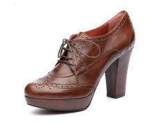 P-2248 ETRUSCO: Un blucher tipo Oxford de estilo casual-chic en marrón chocolate. Unos zapatos que te harán vivir aventuras de altura en tu día a día. Hazte con ellos en www.pacogilshoes.com