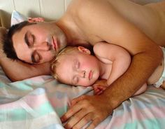 lower testosterone, co-sleeping benefits, co-sleeping perks, helpful dads, tired dads, new dad, dads who co-sleep, attachment parenting, better dads, best father, co-parenting