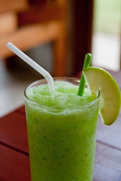 Full Body Cleanse: Green Smoothie for health health food Green Smoothie Recipes, Yummy Smoothies, Smoothie Drinks, Smoothie Detox, Healthy Choices, Healthy Life, Healthy Living, Healthy Drinks, Healthy Snacks