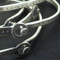 single mangle by jessitaylor on Etsy Jewelry Clasps, Jewelry Findings, Jewelry Art, Jewelery, Jewelry Design, Bracelet Making, Jewelry Making, Bangle Bracelets, Bangles