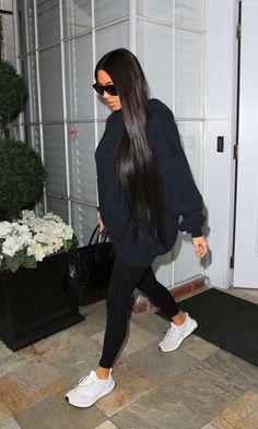 Celebrity Style Casual, Celebrity Style Inspiration, Mode Inspiration, Style Ideas, Look Kim Kardashian, Estilo Kardashian, Kardashian Fashion, Kim Kardashian Pregnant, Kim Kardashian Leggings