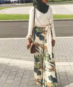 New style hijab kulot simple 22 ideas Modest Fashion Hijab, Modern Hijab Fashion, Street Hijab Fashion, Casual Hijab Outfit, Hijab Fashion Inspiration, Hijab Chic, Muslim Fashion, Geek Fashion, Fashion Dresses