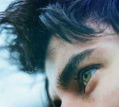 Green eyes, thick black hair, Richard