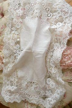 Lovely Vintage Schiffli Lace Rectangular Cloth