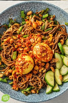 Recept voor Indonesische wok met noedels en groenten / ei / pittig / pikant / aziatisch / makkelijk / simpel / pikant / pittig #hellofresh #maaltijdbox #recept #recepten #avondmaal #lekker #tasty #best #recipe #wok #indonesisch #roerbak #aziatisch #pikant #pittig Hello Fresh Recipes, Food Porn, Vegetarian Recipes, Healthy Recipes, Comfort Food, Happy Foods, Evening Meals, Diy Food, Healthy Cooking
