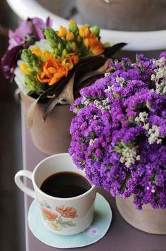 #gununkahvesi from me, Teşvikiye - Vesaire, black coffee,#sunumonemlidir ;)  #gununkahvesi mahallemizin yeni çiçekçisi Vesaire'de, rengarenk çiçekler arasında içildi.