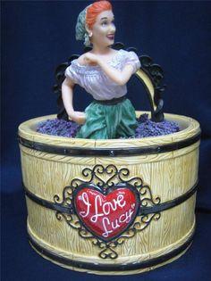 i love lucy teapot Mccoy Cookie Jars, Ceramic Cookie Jar, Kinds Of Cookies, Cute Cookies, British Biscuits, Vintage Cookies, I Love Lucy, Vintage Glassware, Cookie Cutters