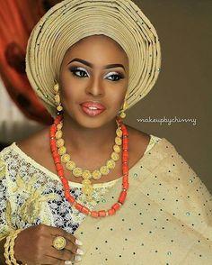Congratulations @olori_adetokunbo face beat by @makeupbychinny #asooke #beads #lips #accessories #sugarweddings #gele #yorubabride #yorubawedding