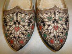 Vtg GOLD METALLIC EMBROIDERED TURKISH Fancy Slipper Leather Black Suede Shoes