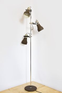 € 125,00 - Vintage vloerlamp met drie bruine spots om chroom armatuur, ca. 1960