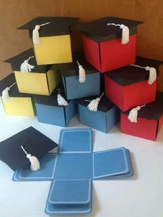 Pop-up graduation cap invitation box designed with black cap and white tassel on top. When the tasseled cap is removed, 8 interior panels fold down to display your own images. Kindergarten Graduation, Graduation Party Decor, Graduation Cards, Graduation Invitations, Grad Parties, Graduation Bouquet, Graduation Celebration, Graduation Announcements, Exploding Box Card