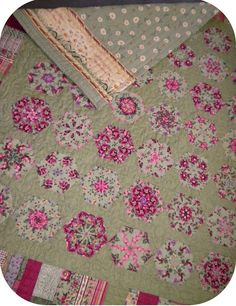 ProsperityStuff Quilts: Finished Green Floral Kaleidoscopes! One of my all-time favorite quilts!