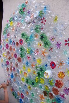 Colorful recycling project using the bottom of plastic bottles for flowers. Colorful recycling project using the bottom of plastic bottles for flowers. Bottle Cap Art, Plastic Bottle Crafts, Plastic Art, Plastic Bottles, Soda Bottles, Recycled Art Projects, Recycled Crafts, Classe D'art, Collaborative Art