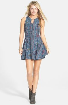 Free shipping and returns on dee elle Print Keyhole Chiffon Skater Dress (Juniors) at Nordstrom.com. An on-trend chiffon skater dress is styled with a peekaboo keyhole and flattering princess seaming.