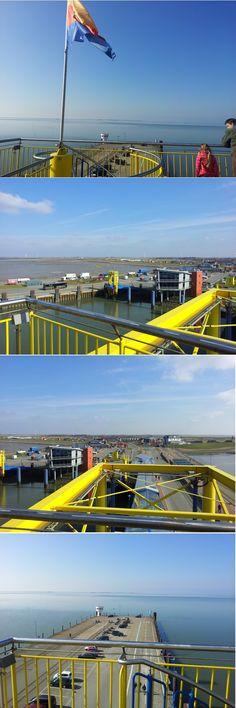 Blick vom Fähranleger im Fährhafen von Dagebüll an der Nordsee auf Wattenmeer, Halligen, Amrum, Föhr und das Festland - Deutschland, Schleswig-Holstein, Nordfriesland ...