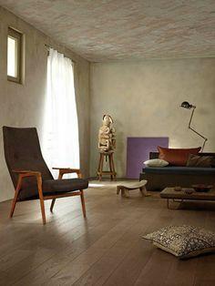 Un parquet mat vintage En contreplaqué naturel, Millenium est un parquet en chêne gris fabriqué en Auvergne à partir de bois issus de forêts gérées durablement. Avec sa finition huilée et sa technologie Ultimtec Soft touch, il est à la fois résistant et soyeux, mais ce qu'on aime c'est son aspect mat et doux un brin vintage. De 85 à 95 euros le m2,