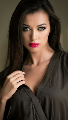 Beautiful Girl Image, Beautiful Lips, Simply Beautiful, Beautiful Women, Pretty Eyes, Interesting Faces, Woman Face, Hair Trends, Pretty Woman