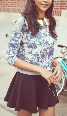 Printed sweatshirt + skater skirt