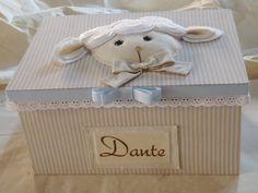 Caixa forrada para lembrancinhas de maternidade