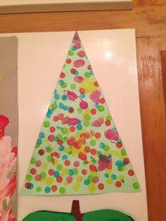 A bingo marker Christmas tree. Oh what fun! Christmas Tree Crafts, Winter Christmas, Holiday Crafts, Christmas Ideas, Preschool Winter, Preschool Christmas, Daycare Ideas, Preschool Ideas, Bingo Dabber
