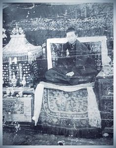 Rare photograph of Trijang Dorjechang~ must be taken at Dungkar Monastery during Serdung Consecration Ceremony of Domo Geshe Rimpoche 1st.......photo courtesy Tharpa Choling Monastery n Mr Phuntsok la.