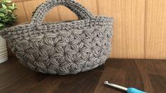 Crochet Clutch, Crochet Coat, Crochet Handbags, Crochet Stitches, Crochet Patterns, Mochila Crochet, Purse Patterns, Crochet Videos, T Shirt Yarn