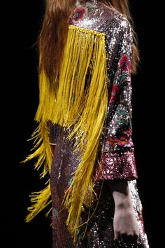 Gucci Fall 2016 Ready-to-Wear Fashion Show Details - Vogue - Fashion Trends Fashion Week, Runway Fashion, High Fashion, Womens Fashion, Fashion Trends, Milan Fashion, Gucci Fashion, Style Haute Couture, Vogue