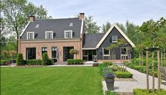 Van der Werf Makelaars – Viaanse Bos 1 in Vianen - Architectural Style Building Design, Building A House, Small Cottage Homes, Weekend House, Villa, Dream House Exterior, Build Your Dream Home, House Goals, Architecture
