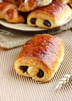 "Tried to order a pain au chocolat in Dunkin Donuts, was met with a blank stare. Later found out they call it a ""chocolate croissant"" Chocolate Croissant, Chocolate Pastry, Pan Rapido, Delicious Desserts, Yummy Food, French Pastries, Bread Baking, I Love Food, Food For Thought"