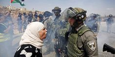 A Palestinian woman argues with an Israeli border policeman during a protest against Jewish settlements in the West Bank village of Nabi Saleh, near Ramallah Powerful Images, Powerful Women, Israel Palestine Conflict, East Jerusalem, Gaza Strip, Female Images, We The People, All About Time, Fantasy