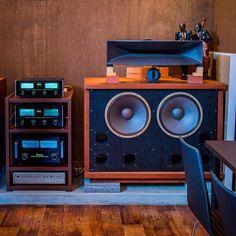 I love audio equipment Hifi Speakers, Best Speakers, Hifi Audio, Audiophile Turntable, Sound Room, Sound Speaker, Audio Room, Speaker Design, Audio Equipment