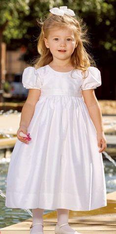 INSPIRAÇÕES VESTIDOS PARA DAMINHAS Fashion Kids, Young Fashion, Flower Girls, Flower Girl Dresses, Page Boy, Toddler Girl Dresses, Pretty Dresses, Ideias Fashion, Kids Outfits