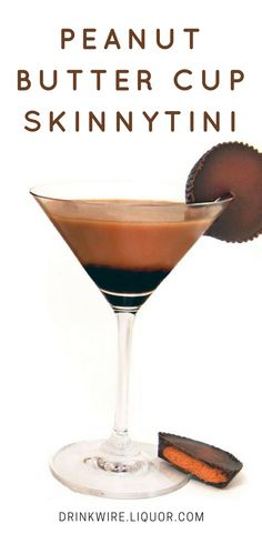 There are so many positives to this yummy cocktail: It tastes like an actual peanut butter cup, it packs a boozy punch and its less than 150 calories! Time to try the Peanut Butter Cup Skinnytini today! Party Drinks, Fun Drinks, Yummy Drinks, Alcoholic Drinks, Bebida Mojito, Martini Cocktail, Martinis, Vodka Cocktails, Martini Cake