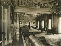 Portraits of interior views of Marion Davies' beach house in Santa Monica, built for her by William Randolph Hearst. Taken by William Grimes. Ocean House, Beach House, Vintage Hollywood, Classic Hollywood, Santa Monica Houses, Marion Davies, Hollywood Homes, Hollywood Stars, San Simeon