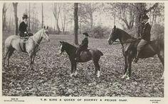 Kongelig Engelsk utgivelse Kong Haakon VII Dronning Maud og Kronprins Olav på ridetur ca 1910 foto Wilse
