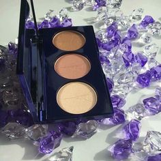 Not only are our products affordable, ethical & great for your skin, but they look great too. Just have a look at our illuminating palette here 😍😍😍 All our powder products come with our signature Eiffel Tower logo in them... Your make up bag will look as good as you do! actiluv.com
