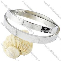 Stainless Steel Bracelet - b000100  Item No. : b000100 Market Price : US$ 51.80 Sales Price : US$ 5.18 Category : Couples Bangles Update time : 2013-05-08 Size: b:67*57*8mm;s:63*54*6mm Availability : In Stock.