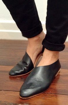 The Sandy Gloveskin Gloss |Handmade to Order | Black Classic Leather flats with low heel