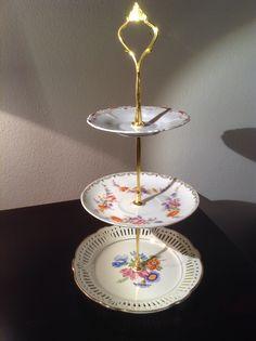 Mini-Etagere; Stange: GoldCrown; Porzellan: unten Durchbruch Rosendekor