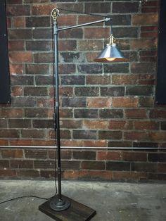 Lámpara de pie industrial acero cortina bulbo de Edison