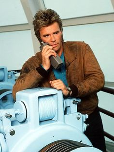 Richard Dean Anderson as the title character in TV show MacGyver. Macgyver Richard Dean Anderson, Angus Macgyver, 80s Tv Series, Cara Dune, National Enquirer, Barry Manilow, Jack O, Best Tv Shows, Celebs