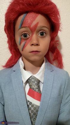 David Bowie - 2016 Halloween Costume Contest via @costume_works  sc 1 st  Pinterest & David Bowie Halloween Costume / Ziggy Stardust / Aladdin Sane ...