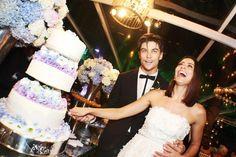 Atriz Carol Castro com vestido exclusivo do estilista Alexandre Herchcovitch em seu casamento com o modelo Raphael Sander. A cerimônia foi realizada na casa da atriz, em São Conrado, no Rio de Janeiro.