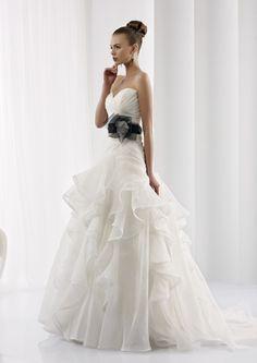Collezione abiti da sposa #Jolies, abito da #sposa modello JOAB13019IVBK