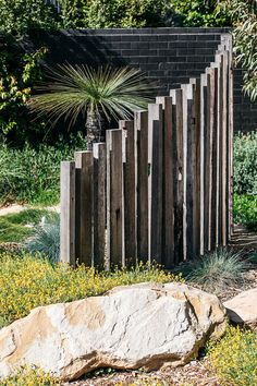 Inspiration for my backyard landscaping project Australian Garden Design, Australian Native Garden, Contemporary Garden Design, Small Garden Design, Garden Landscape Design, Small Garden Fence, Garden Fences, Modern Design, Garden Entrance