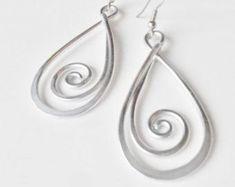 Tourbillon Drop - martelé Wirework boucles d'oreilles - personnaliser votre couleur #wirejewelry