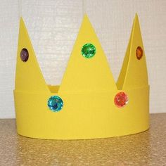 Craft for King Saul, David, Solomon or Esther - king crown crafts for kids Bible School Crafts, Sunday School Crafts, Bible Crafts, Book Crafts, Make A Crown, Crown For Kids, Diy Crown, Crown Art, Crown Crafts